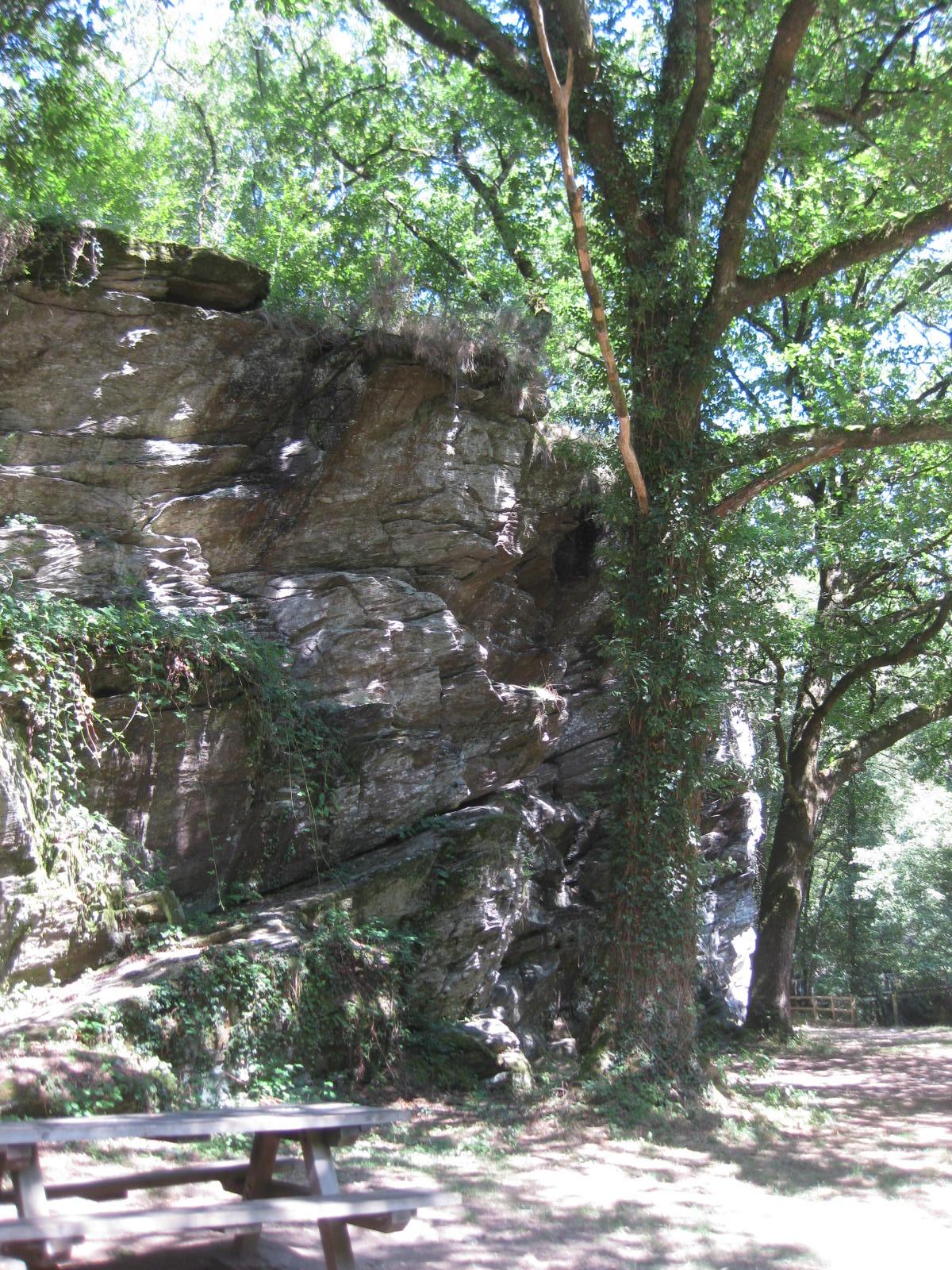 rocher escalade Jumilhac.JPG