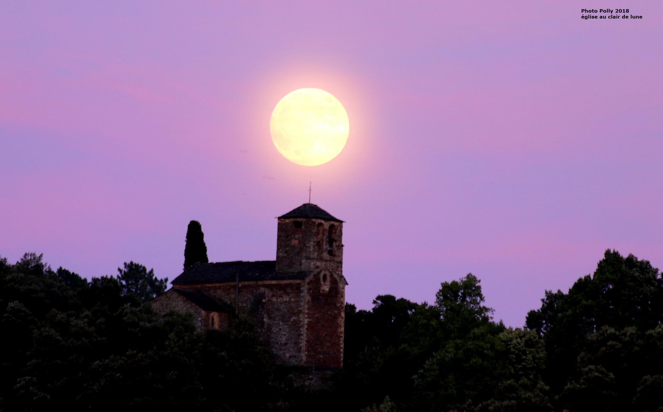 PJ église lune IMG_1024.JPG