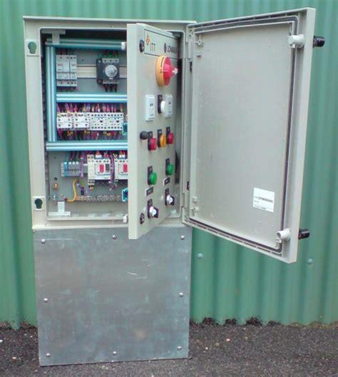armoire électrique station de pompage.jpg