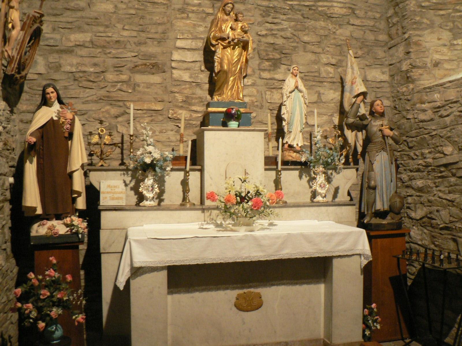 Eglise journées du patrimoine autel.JPG