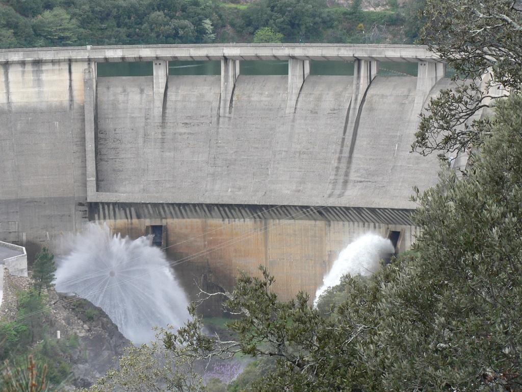 Vue sur le barrage de Sénéchas du DFCI.JPG