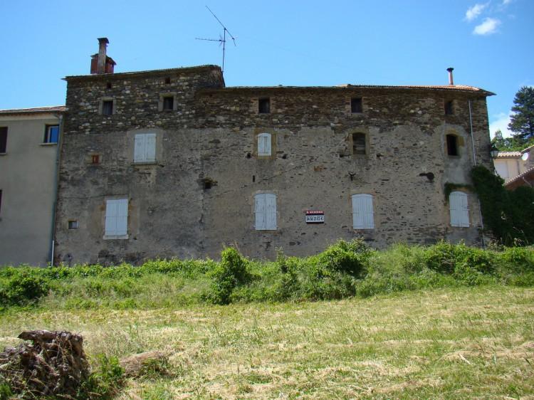 maison à gauche du temple à l_elzière.jpg
