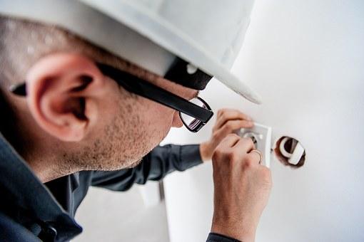 electrician-1080554__340.jpg