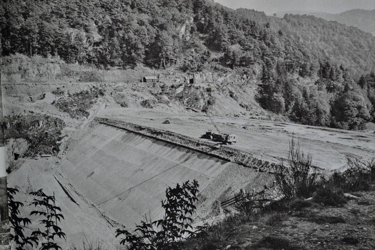 vue aérienne construction haut de la digue