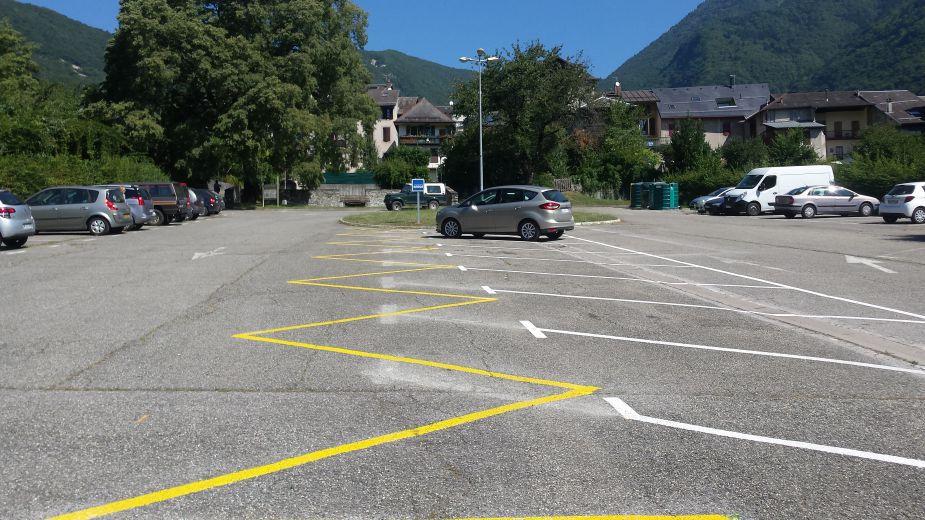 lyceee-car-parking-savoy.jpg