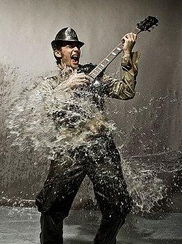 guitariste eau.jpg