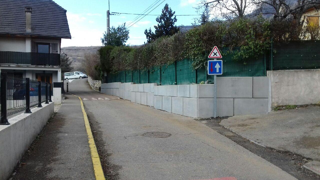 Mur route de Salin.JPG