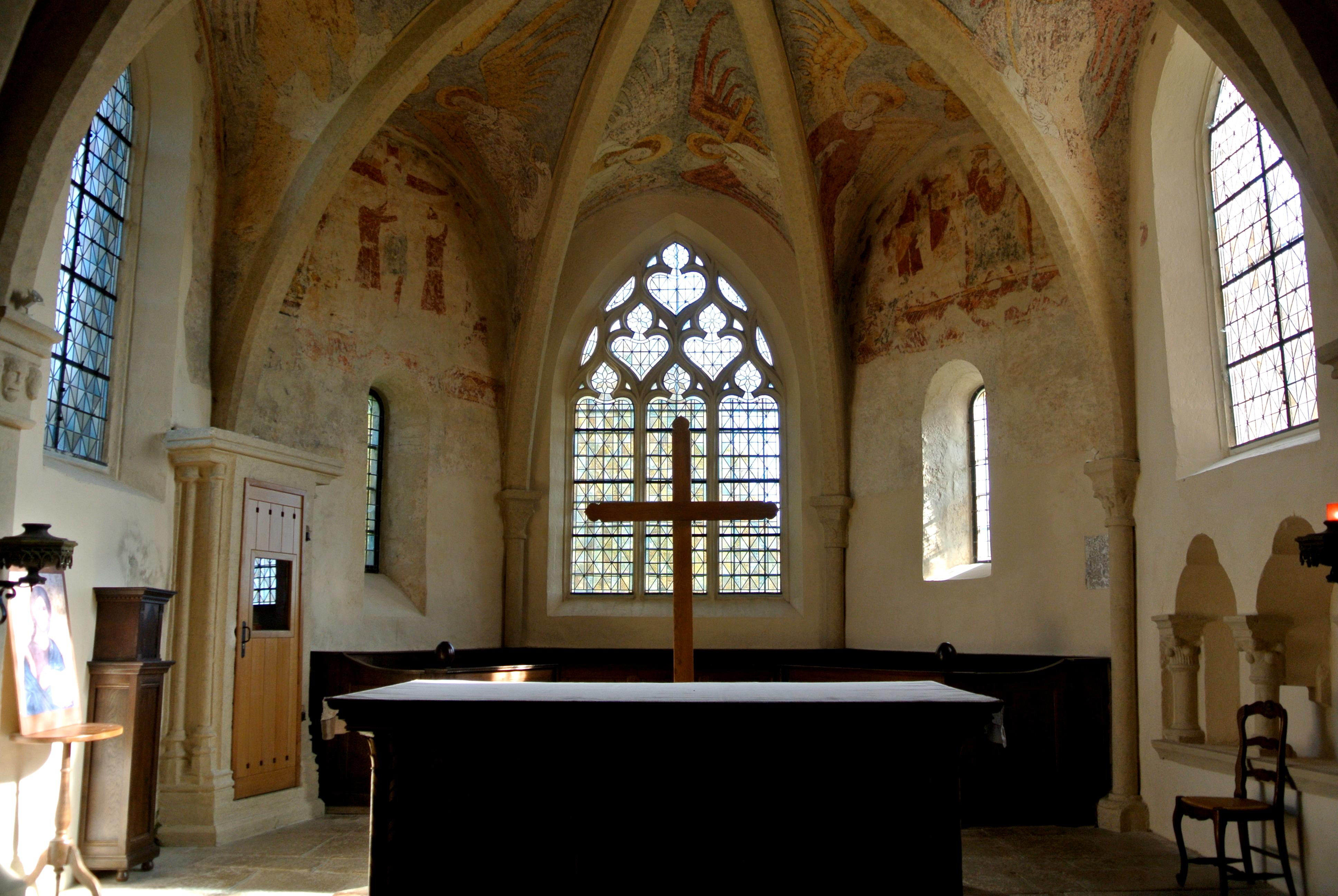 7 FR-COMTE, TDC_Choeur de l_église et son décor peint.JPG