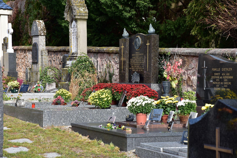 Tombes fleuries.jpg