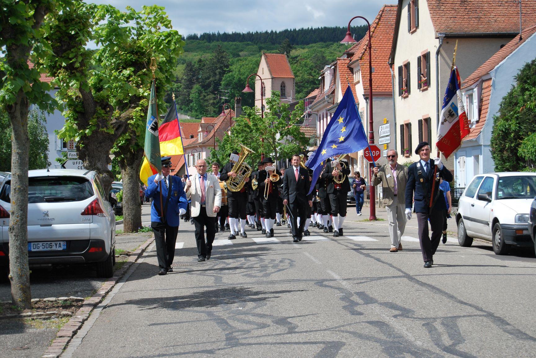 Défilé village.JPG