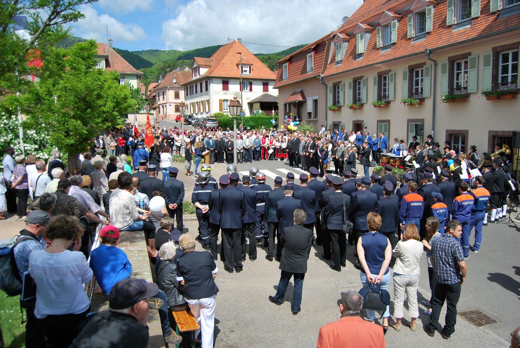 Cérémonie village.JPG