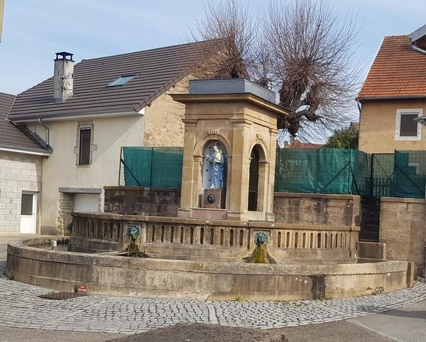 patrimoine - fontaine - vierge.jpg