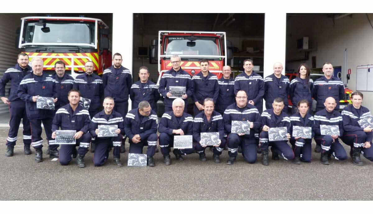 les-sapeurs-pompiers-presentent-leur-nouveau-calendrier-1510941421.jpg