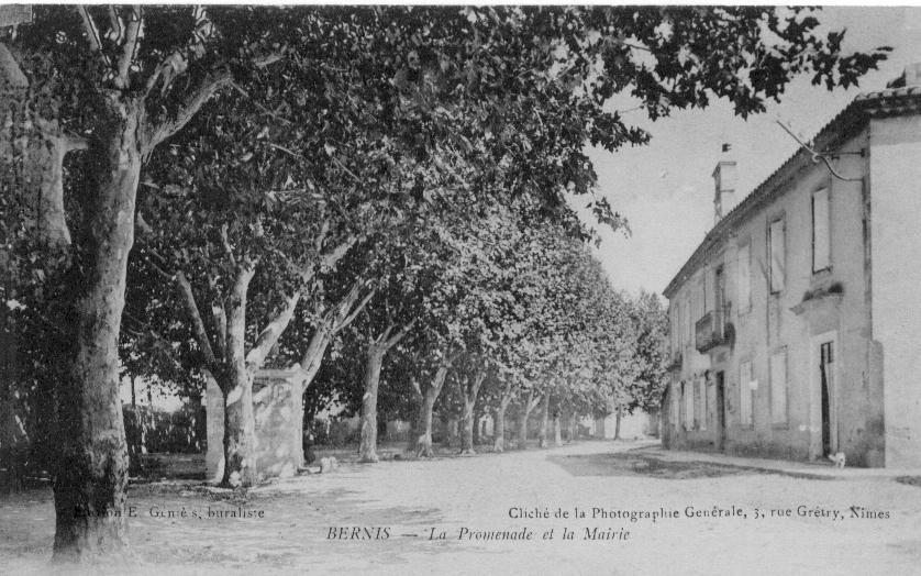 promenade et mairie.jpg