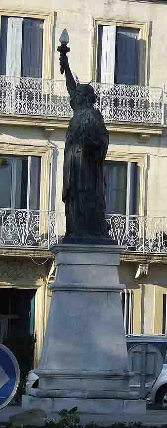 800px-Statue_de_la_liberté_de_Lunel R.jpg