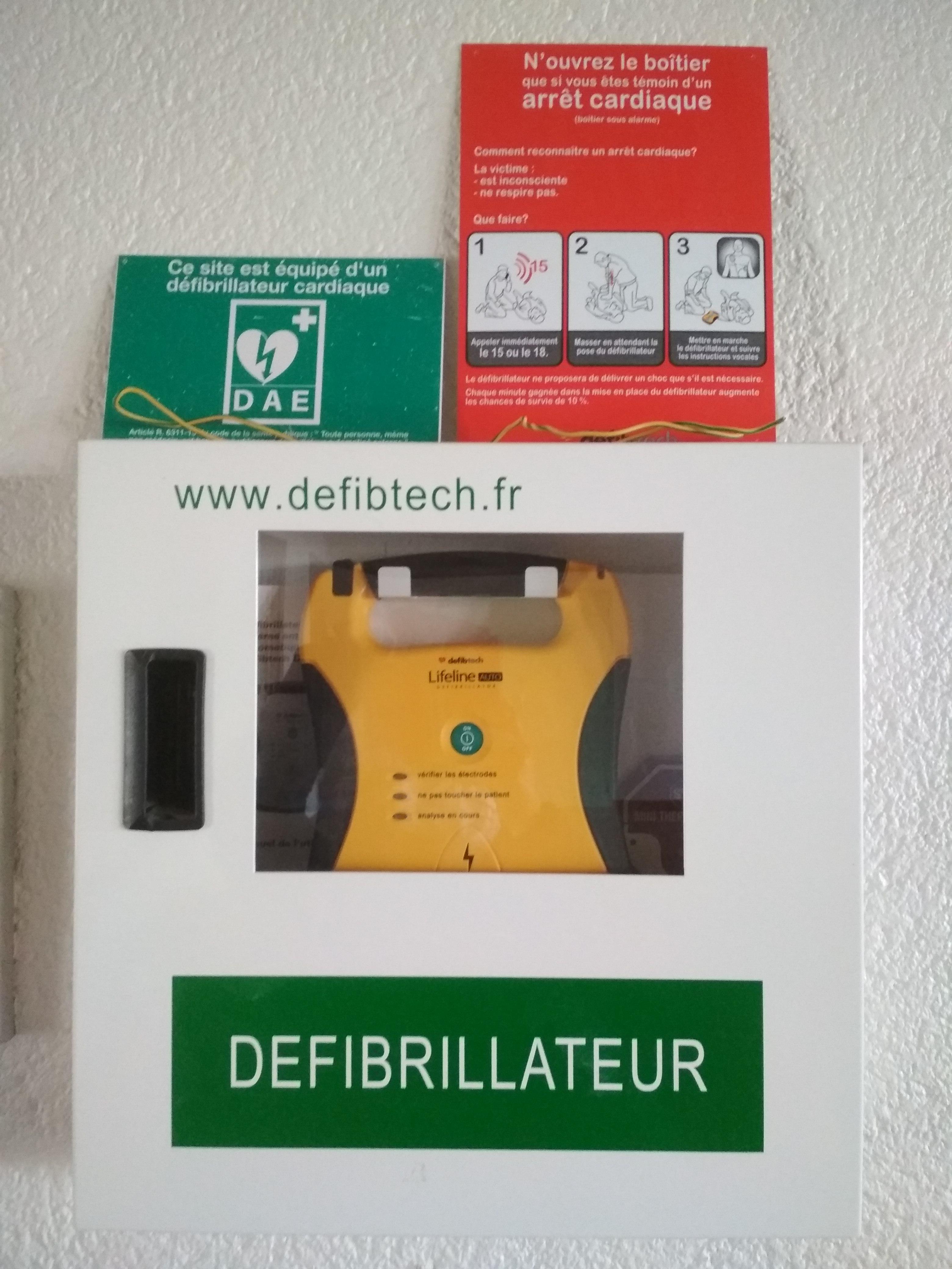2012.04.08 Défibrillateur _2_.jpg