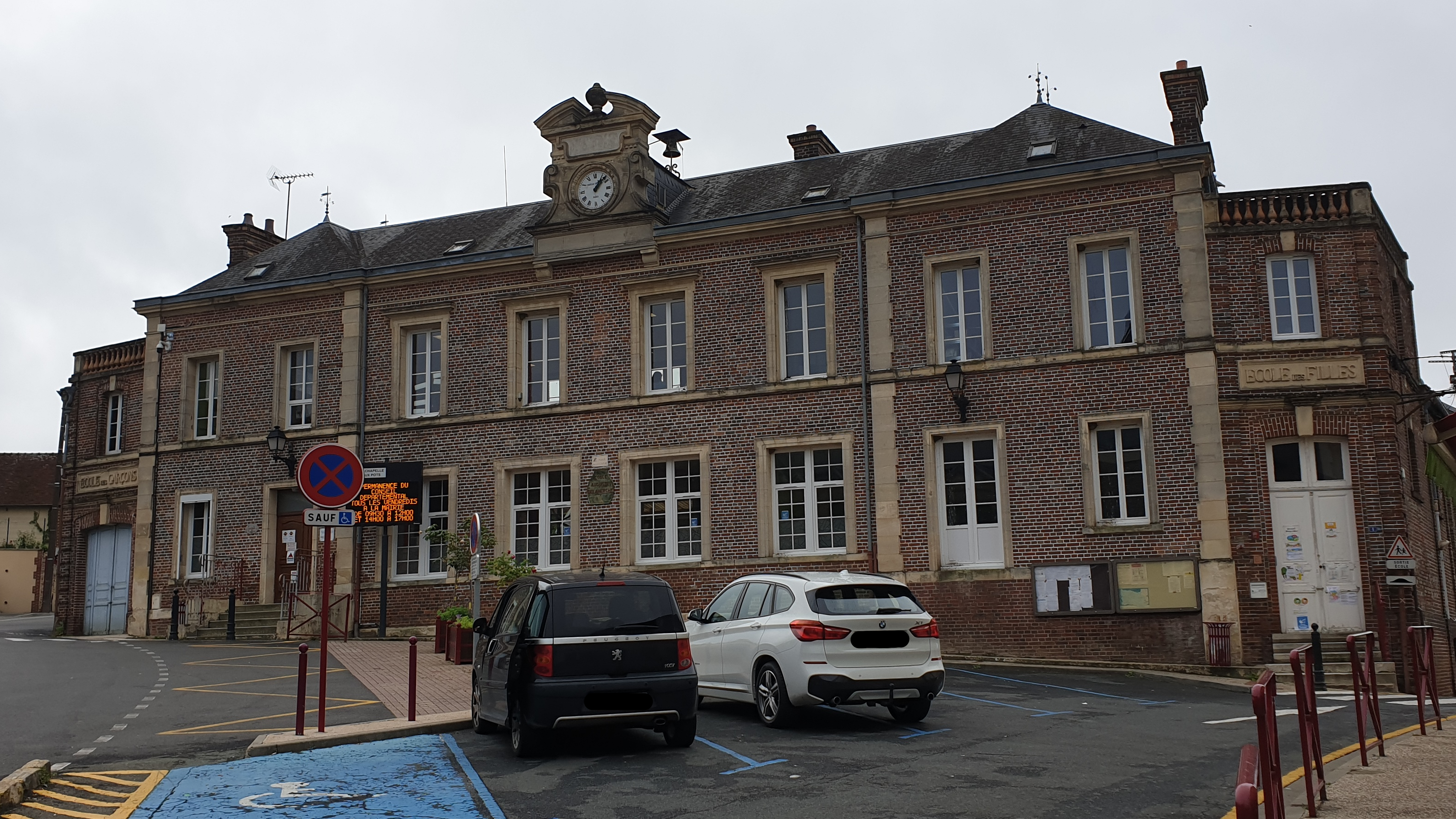 photo mairie ecole.png