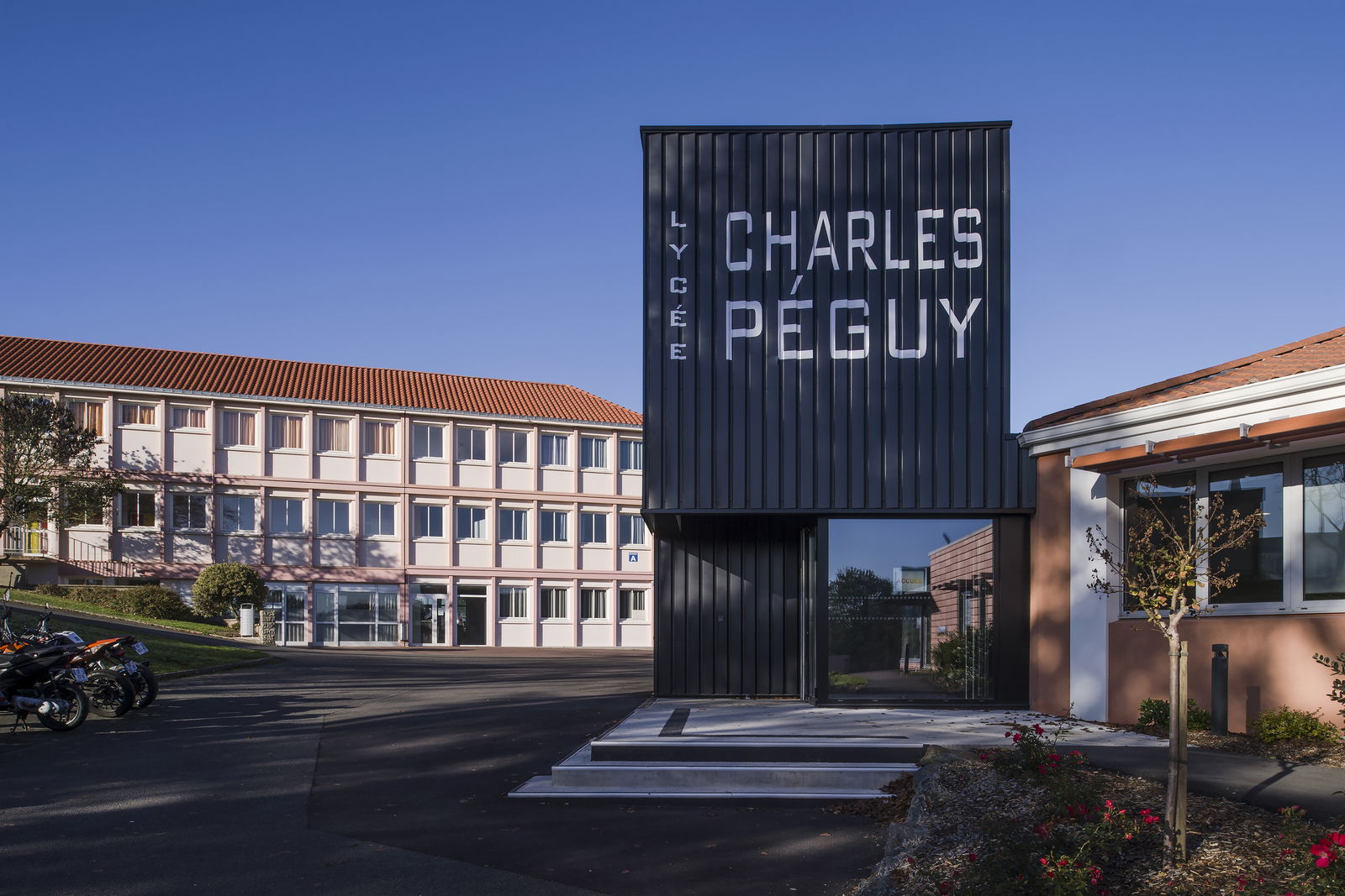 Lycée Charles Peguy 2.jpg