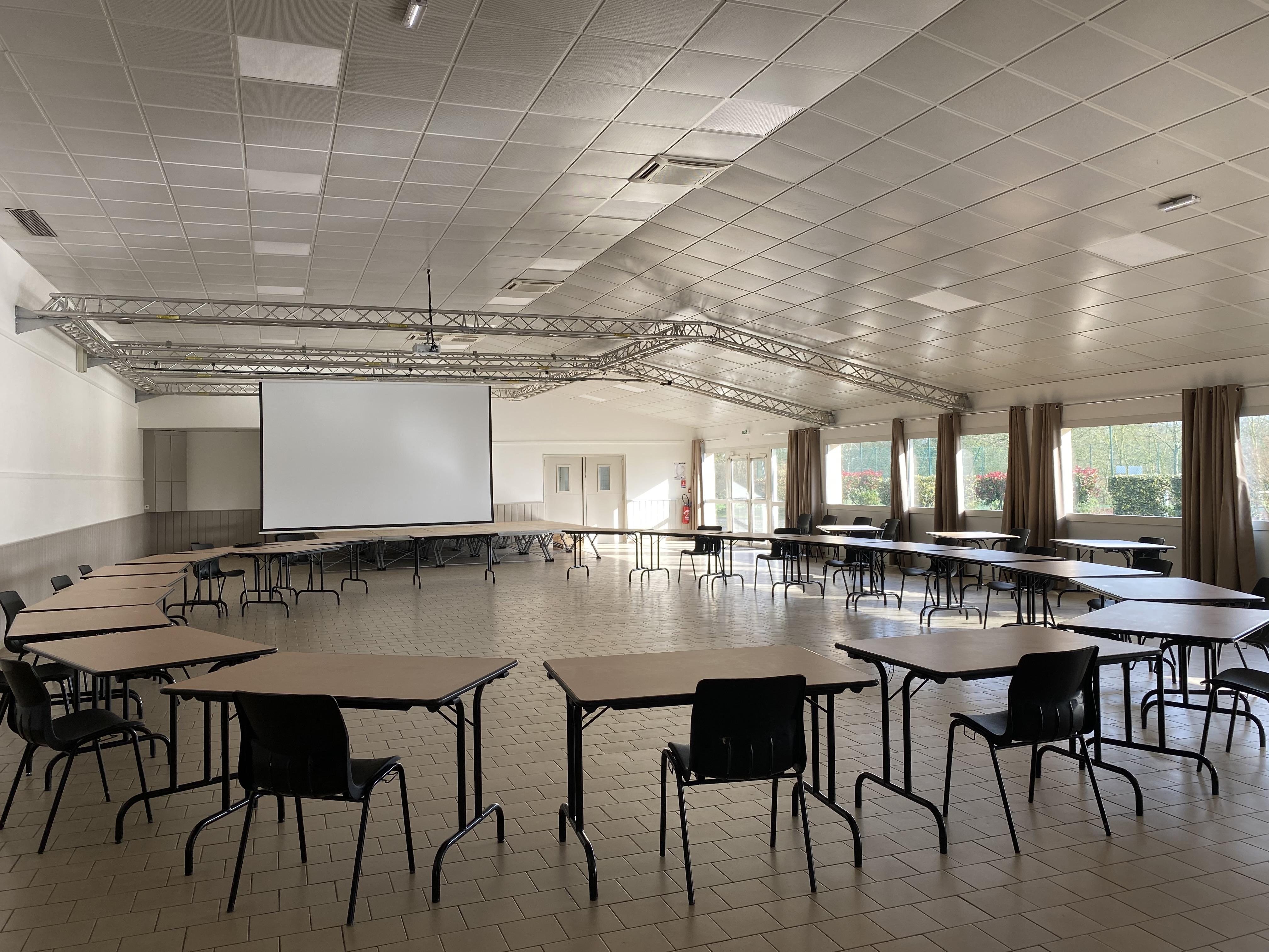 Salle des Garennes 1.jpg