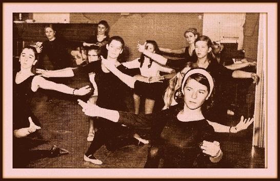Danseuses dans les années 60.jpg