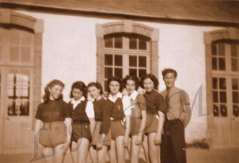 3.Equipes filles à l_école.jpg