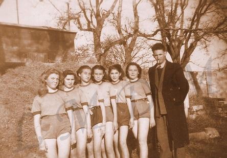 2.Equipe filles à Pen-mané.jpg