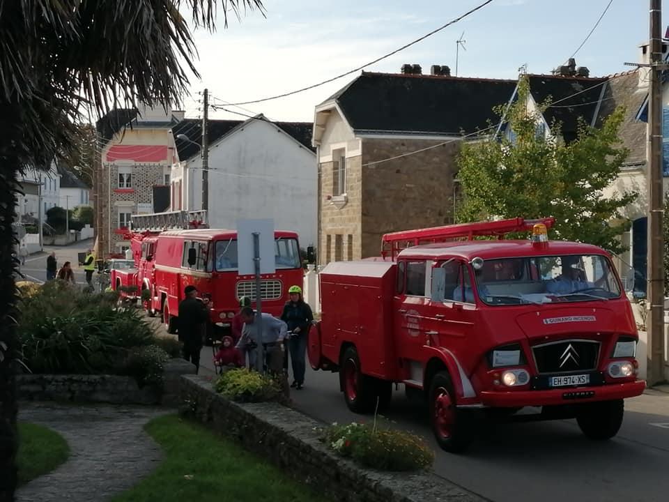 Camions de pompiers devant la mairie
