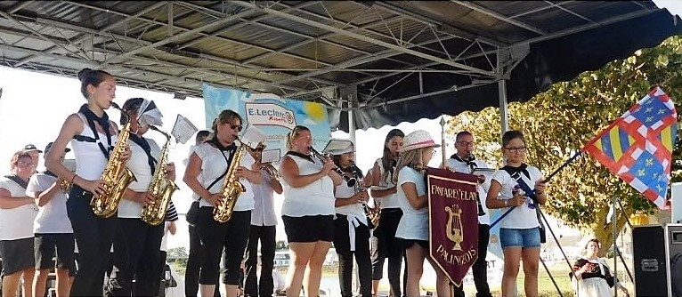 les-musiciens-palingeois-sur-le-podium-de-la-fete-des-langoustines-photo-agnes-royet-1503598834.jpg