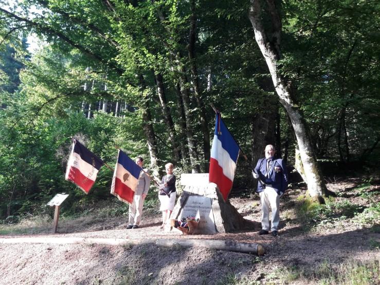 15.08.21 stèle camp Mariaux.jpg