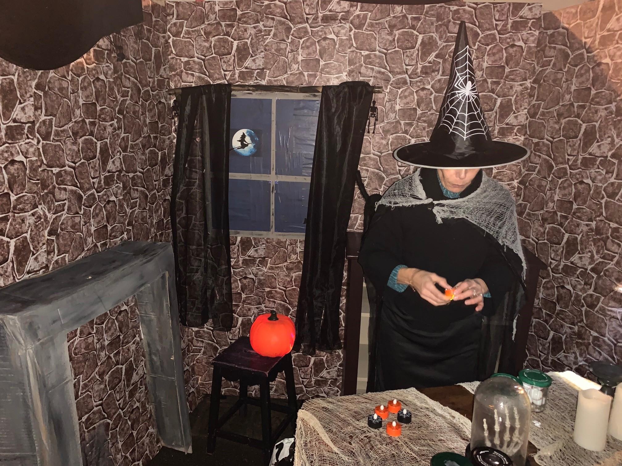 Halloween_Sorcière prépare un sort_2019.jpg