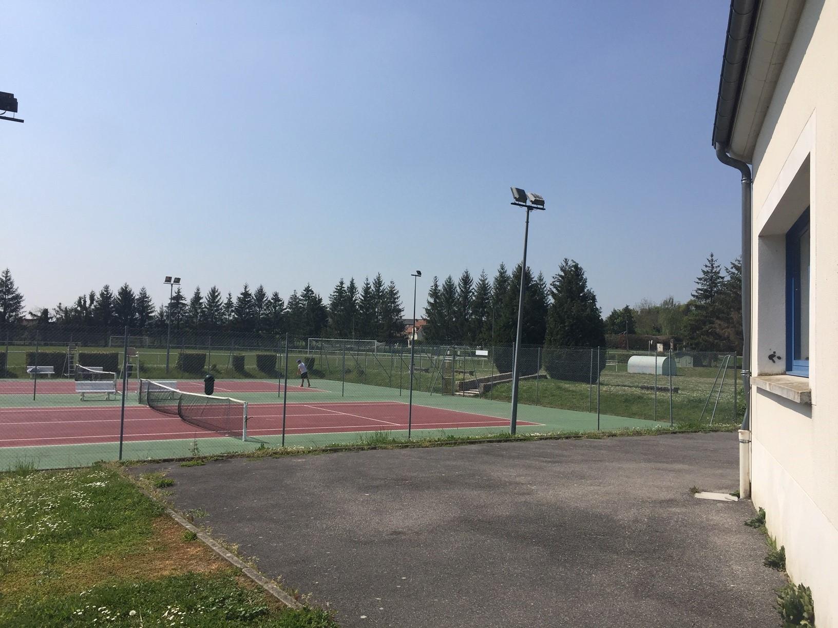 Maison des sports vue tennis.jpg