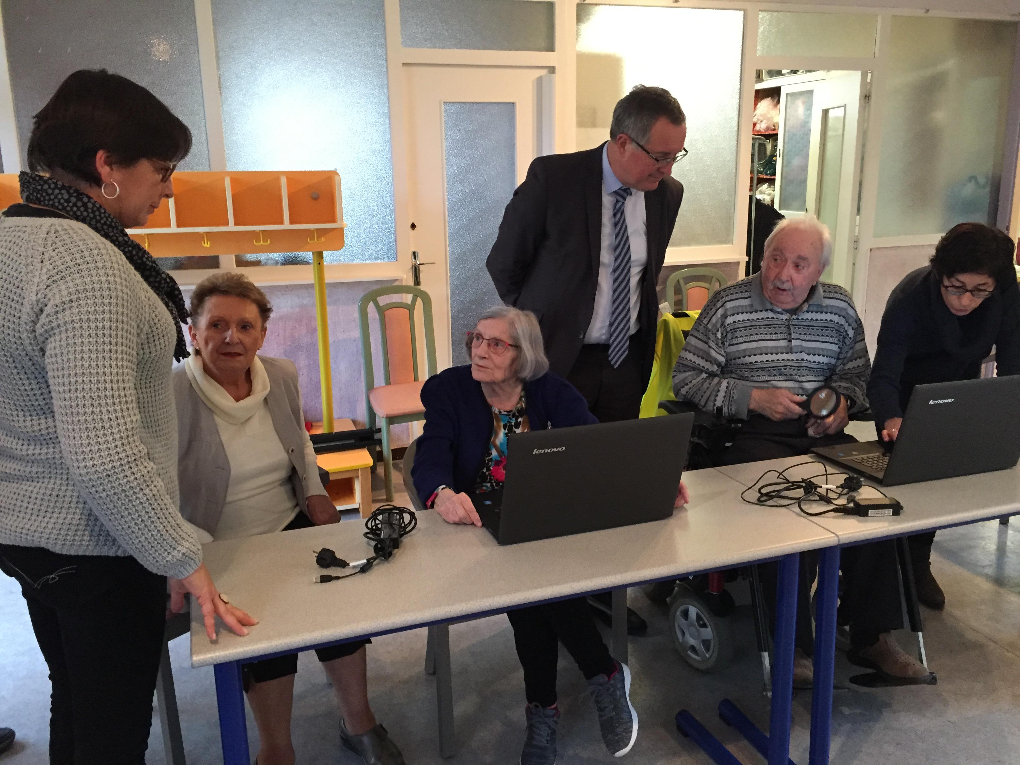 atelier informatique séniors.JPG