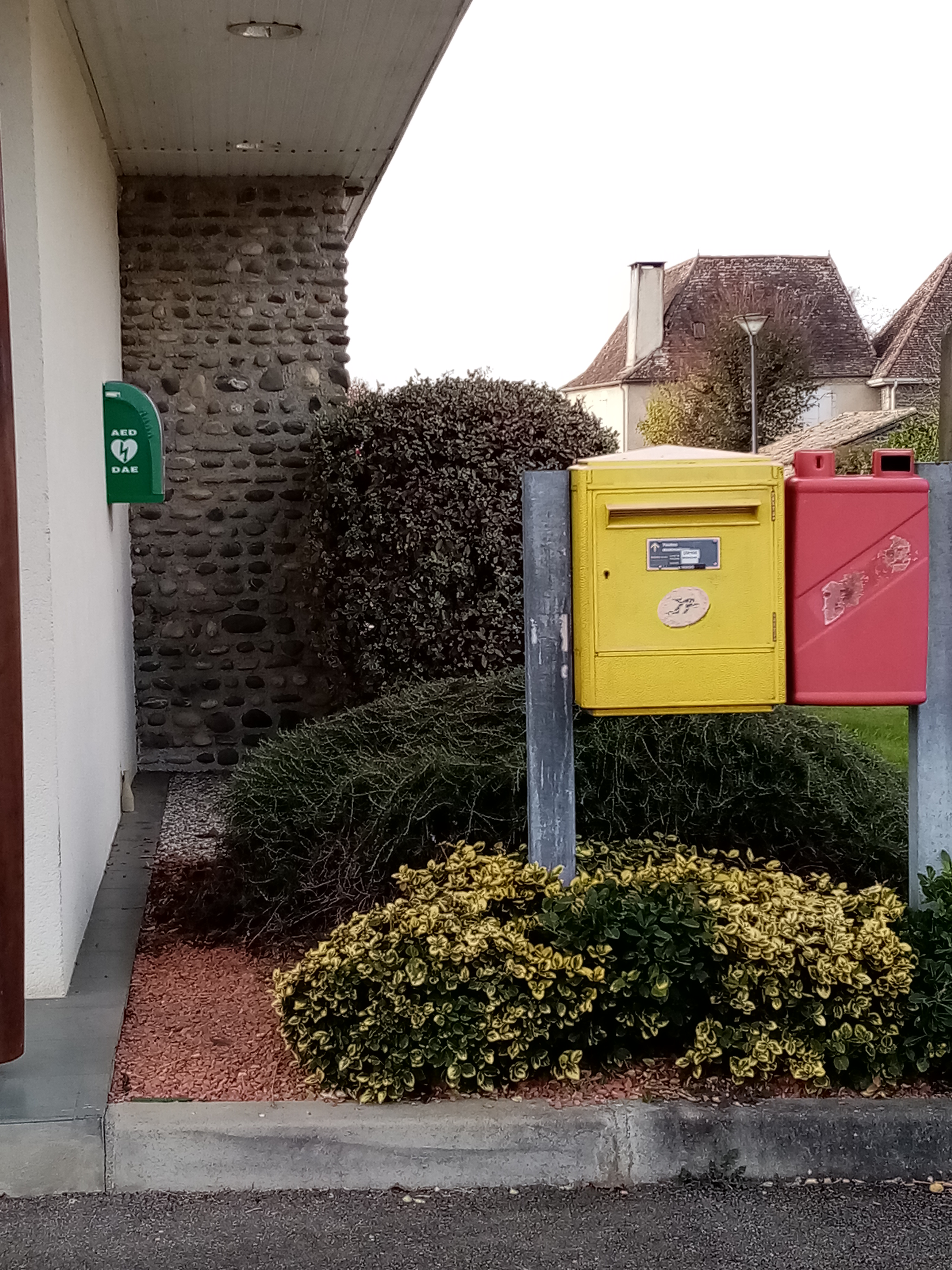 point poste et recyclage pile.jpg