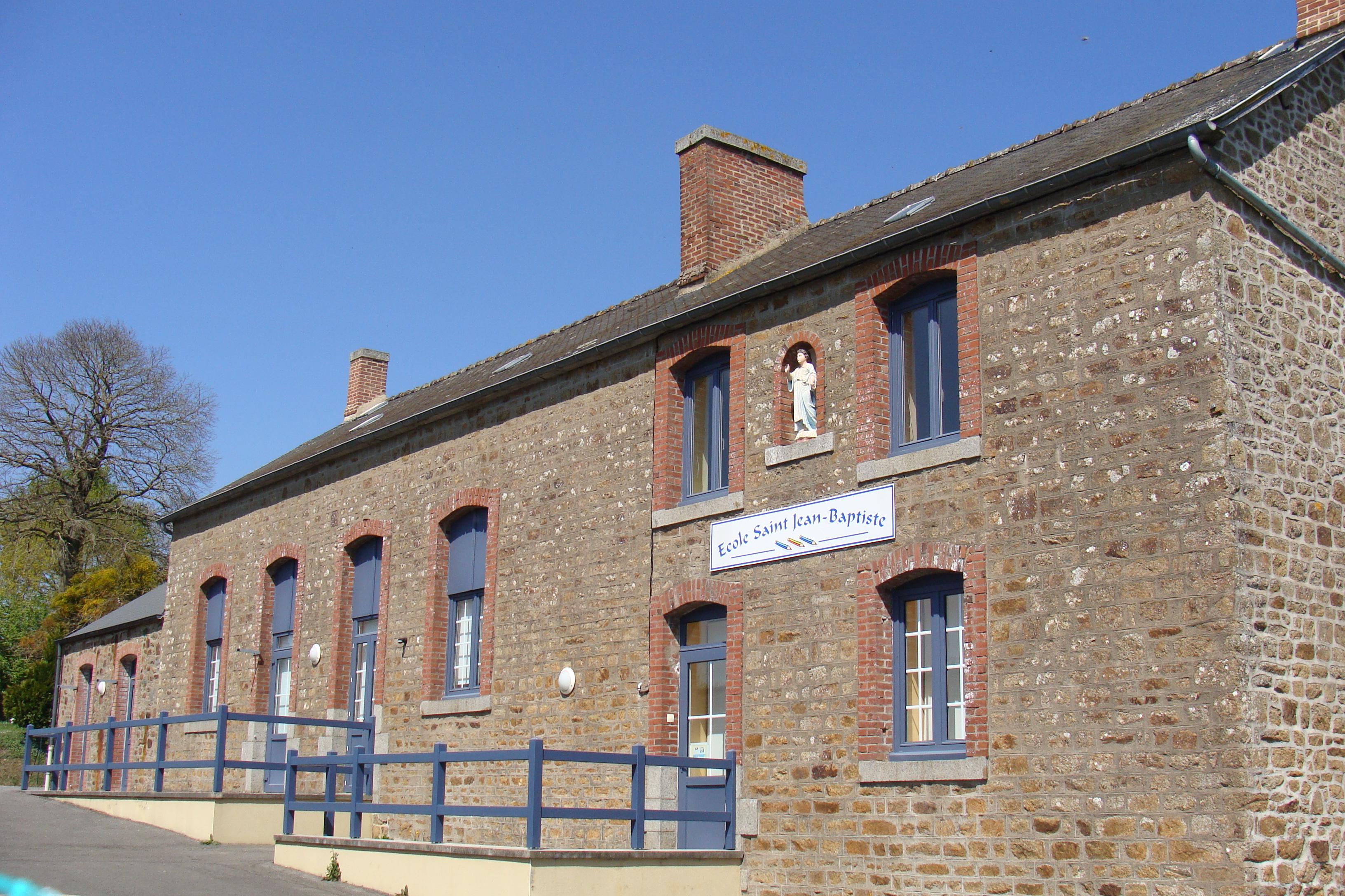 Ecole La Selle en Luitré.JPG