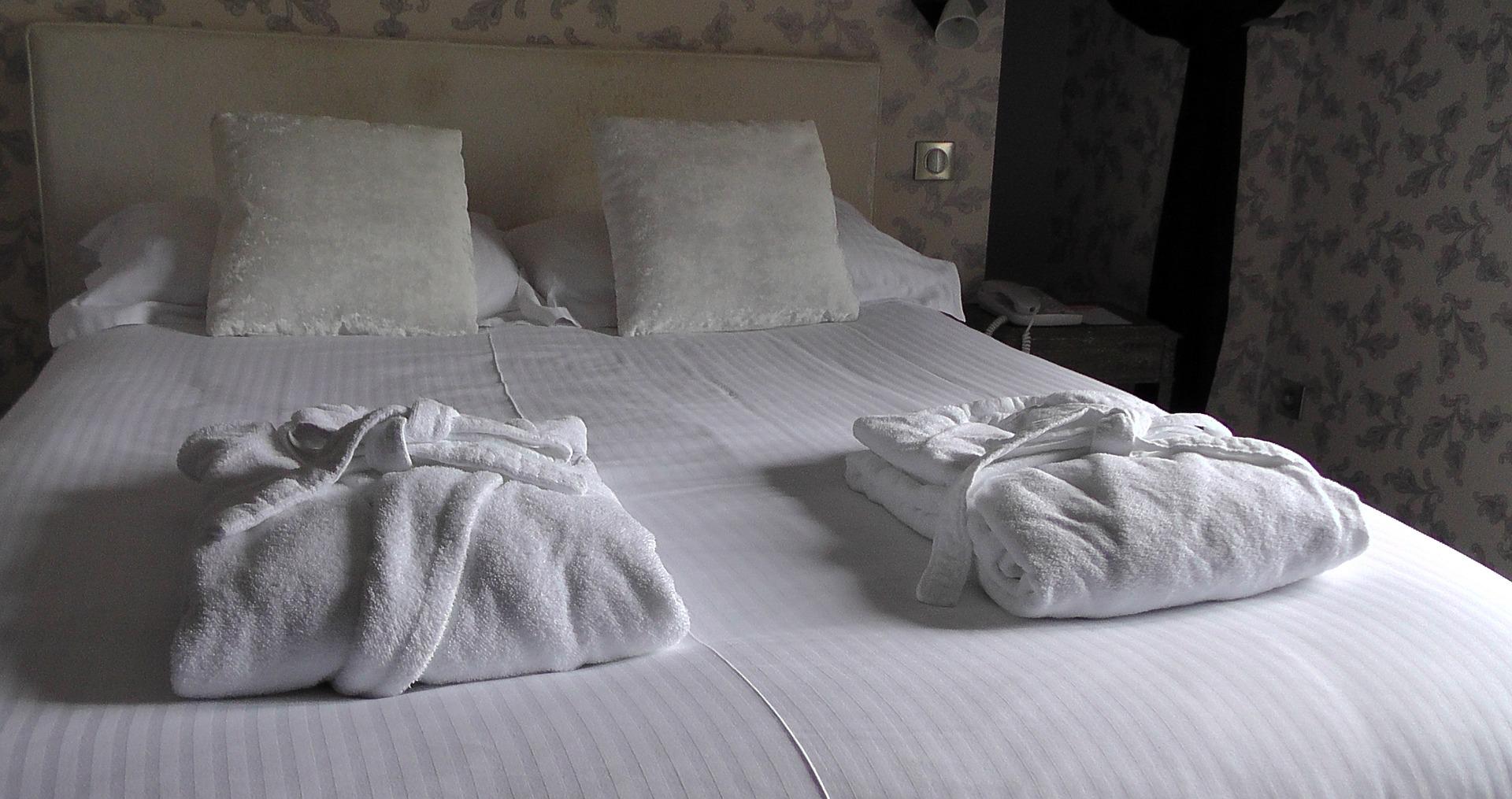 bed-1303450_1920.jpg