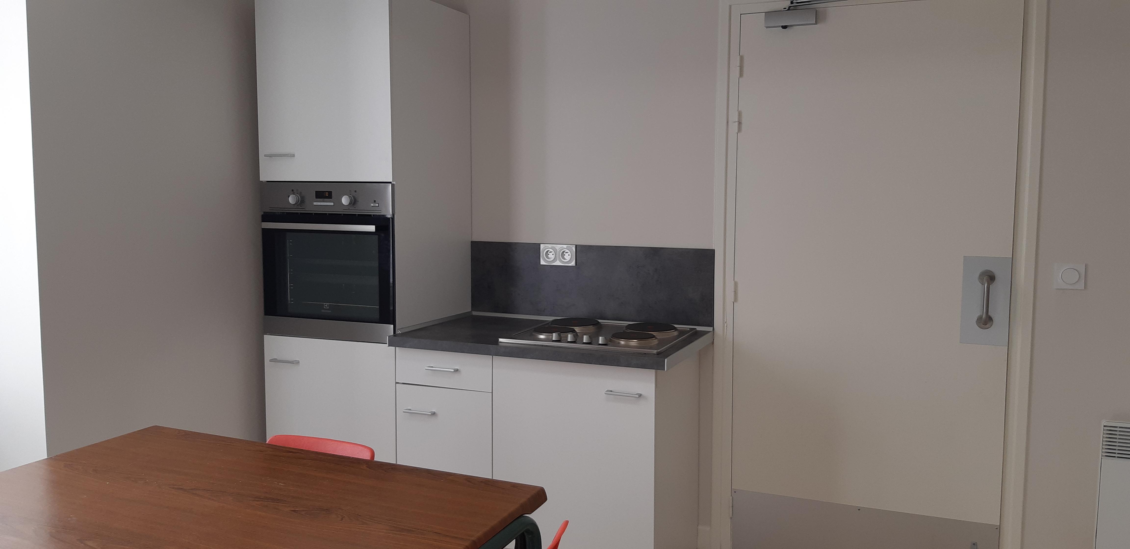 Cuisine-Four et plaques cuisson Salle PIAU