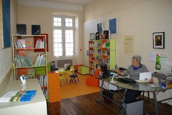 Bibliothèque communautaire 1
