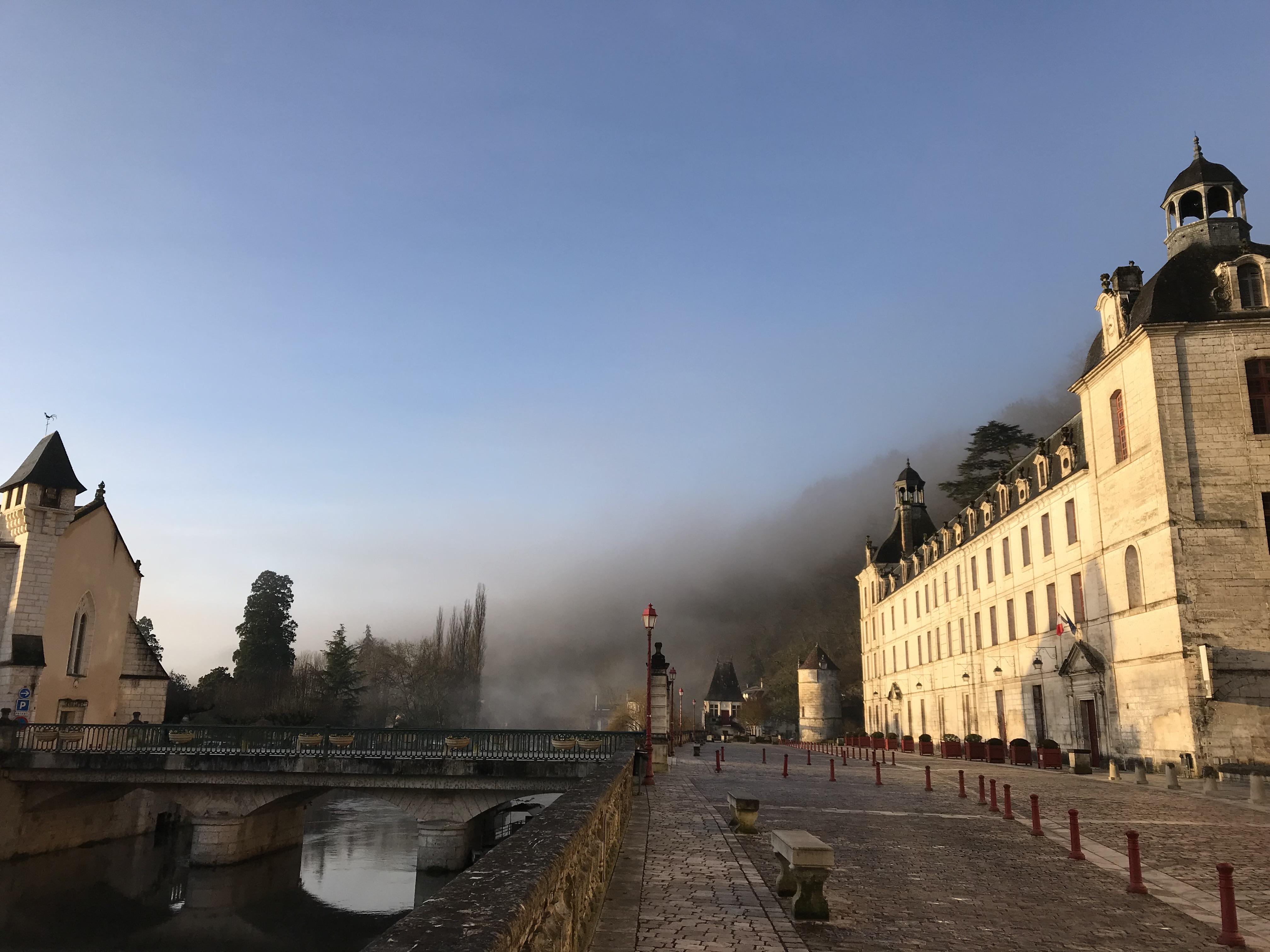 Abbaye dans la brume