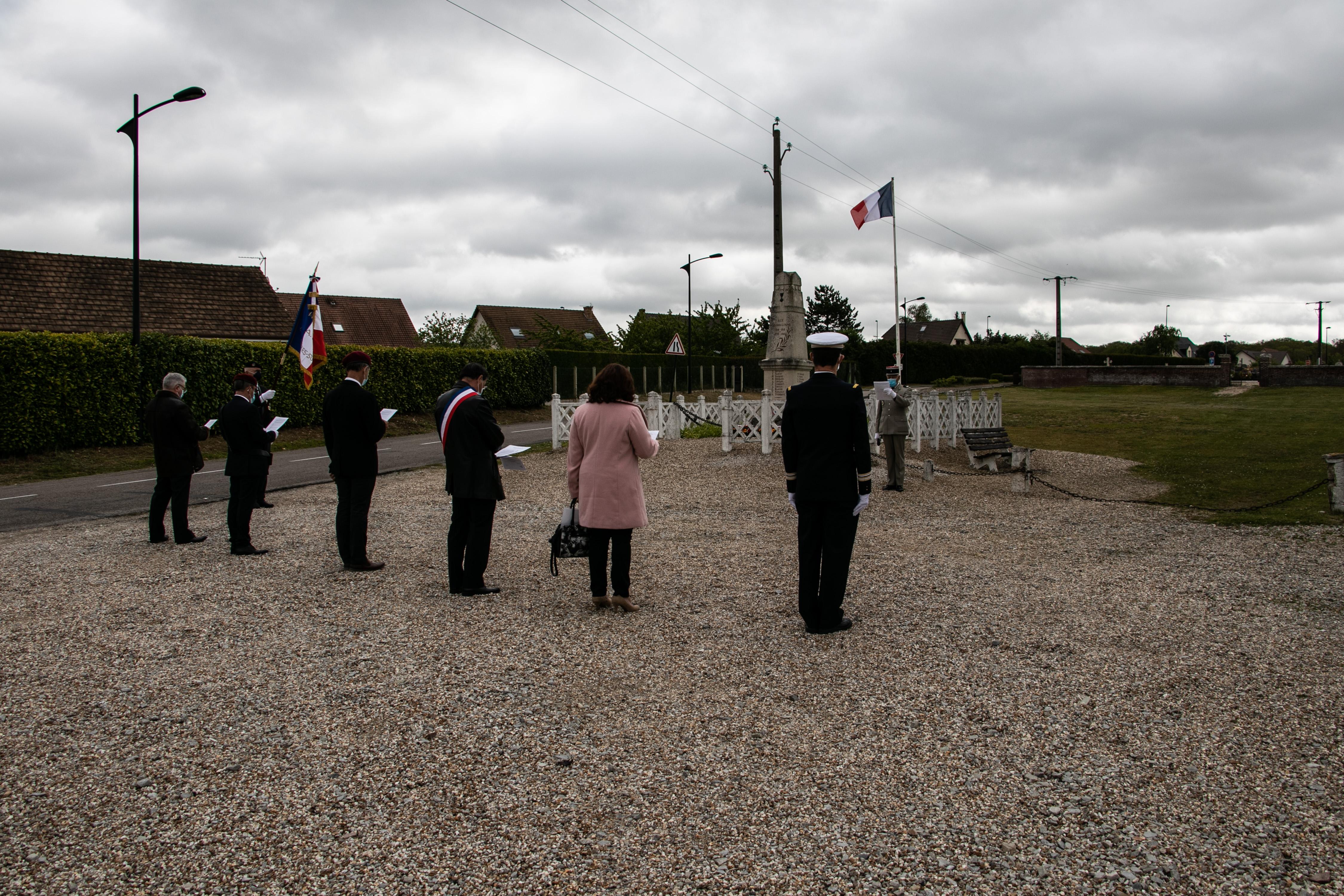 Tournage tricotage entrerprise Maternne à Moreuil photo façade batiment 5 _9 sur 15_.jpg