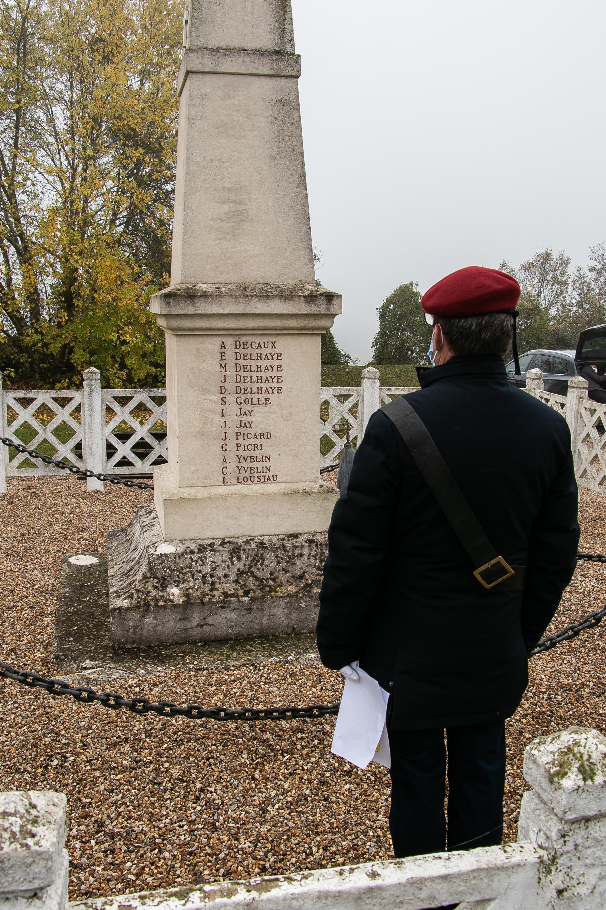 11 lecture des noms sur le monument par JC 1 _1 sur 1_.jpg