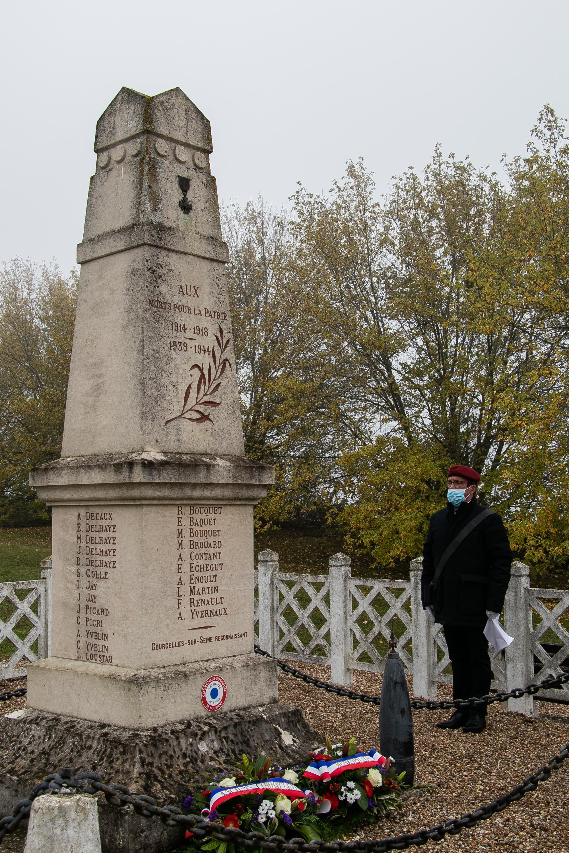 10 lecture des noms sur le monument par JC _1 sur 1_.jpg