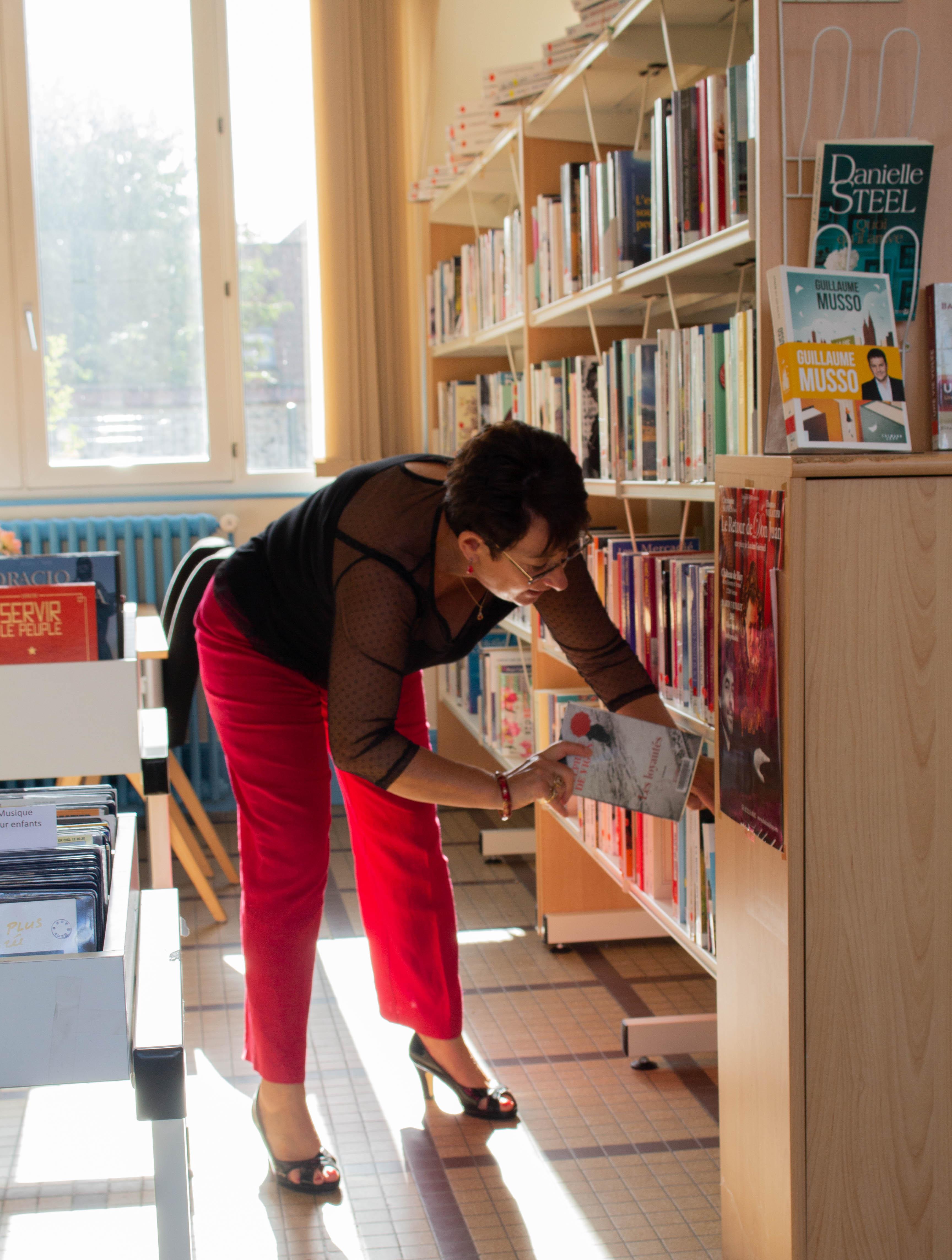 Bibliothèque, Mme De Crecy 2