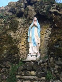 Vierge et la grotte 2.jpg