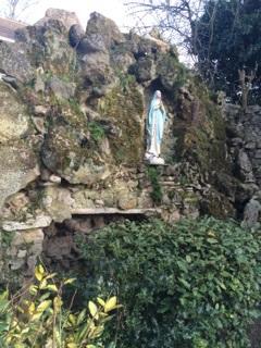 Vierge et la grotte.jpg