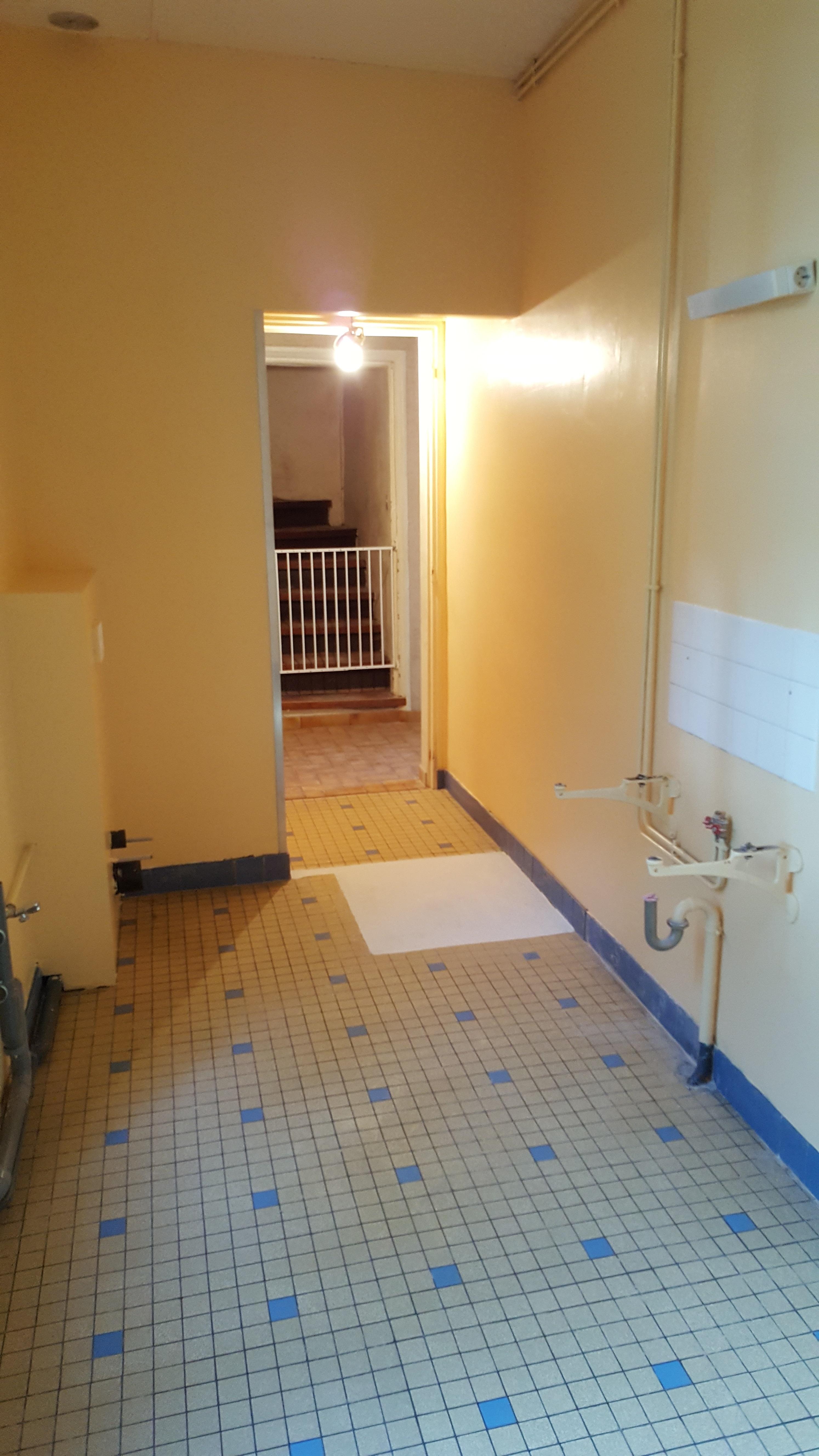 Futur sanitaire et espace lingerie.jpg