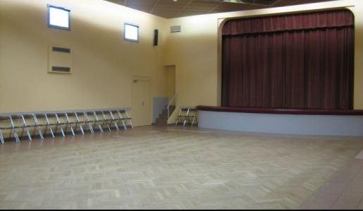 salle du bourg1.JPG