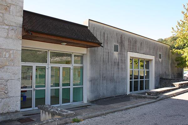 Salle des fêtes de Groslée.jpg