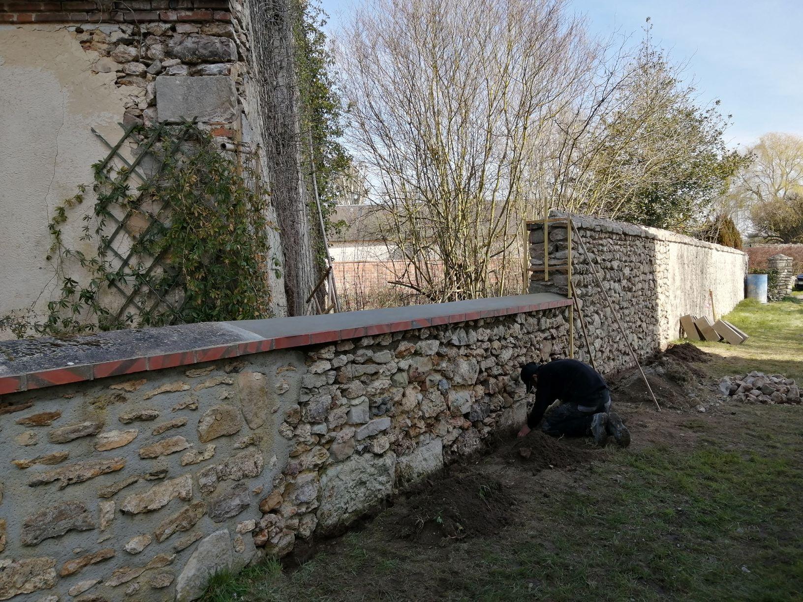 travaux mur église reduite.jpg
