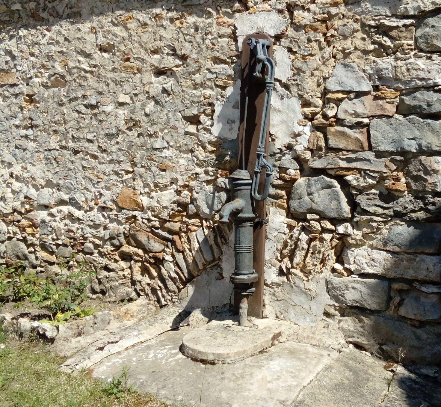 pompe impasse du vieux puitsPM.jpg