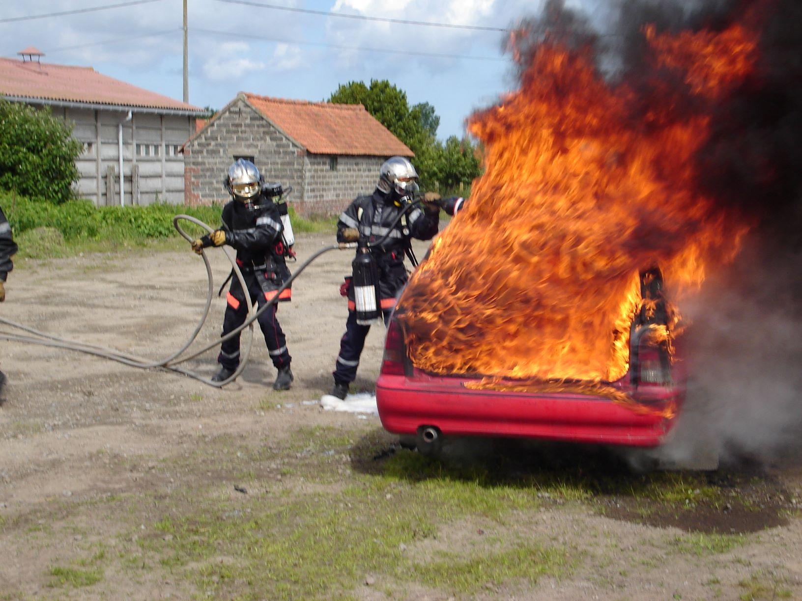 6_exercices_2_feu_voiture.JPG